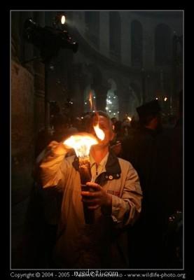 Иерусалим - Паломник с Благодатным огнём.jpg