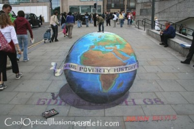 Глобус.Вид спереди - julian-beever-globe-chalk.jpg