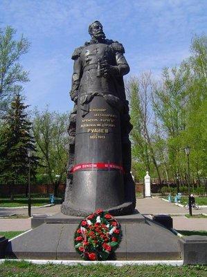 памятник В. Рудневу,командиру легендарного крейсера Варягъ . - DSC00471.JPG